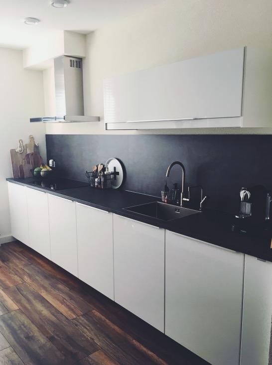 30 x Ikea keuken - Hoogglans wit met betonlook werkblad