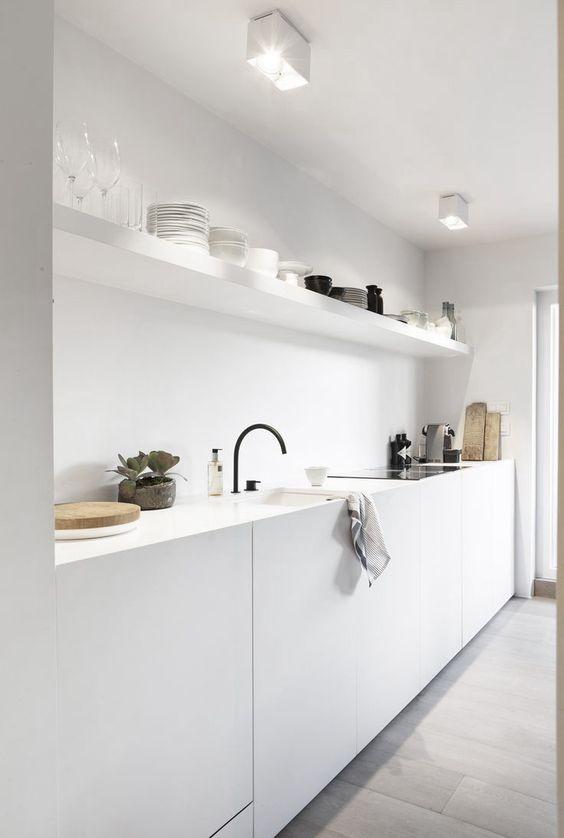 8x minimalistische witte keuken