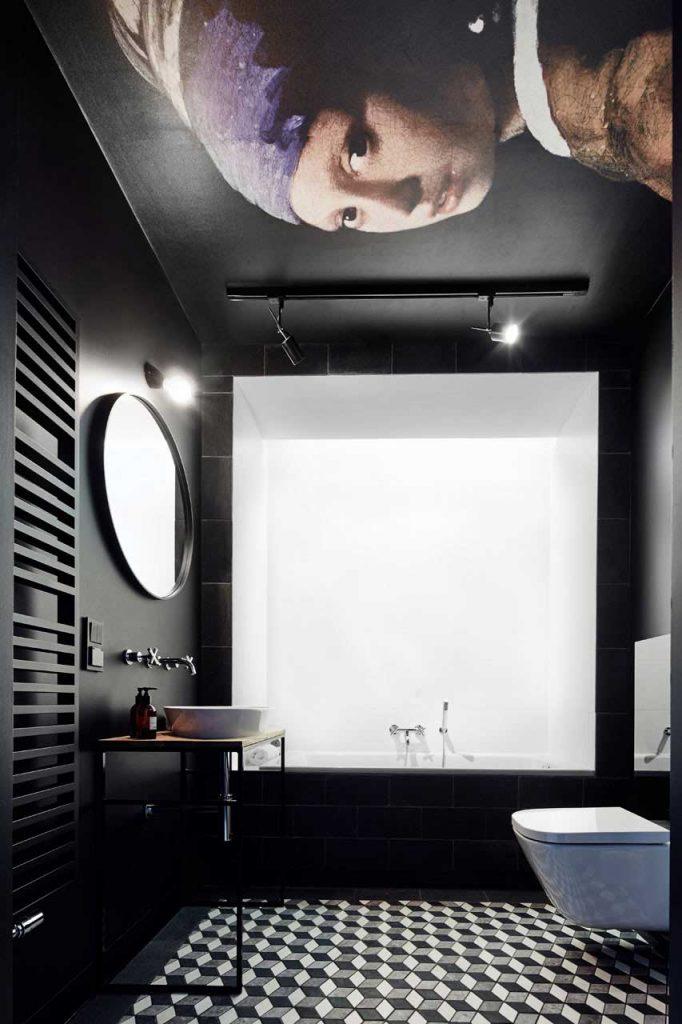 Badkamer ideeën kunstwerk plafond
