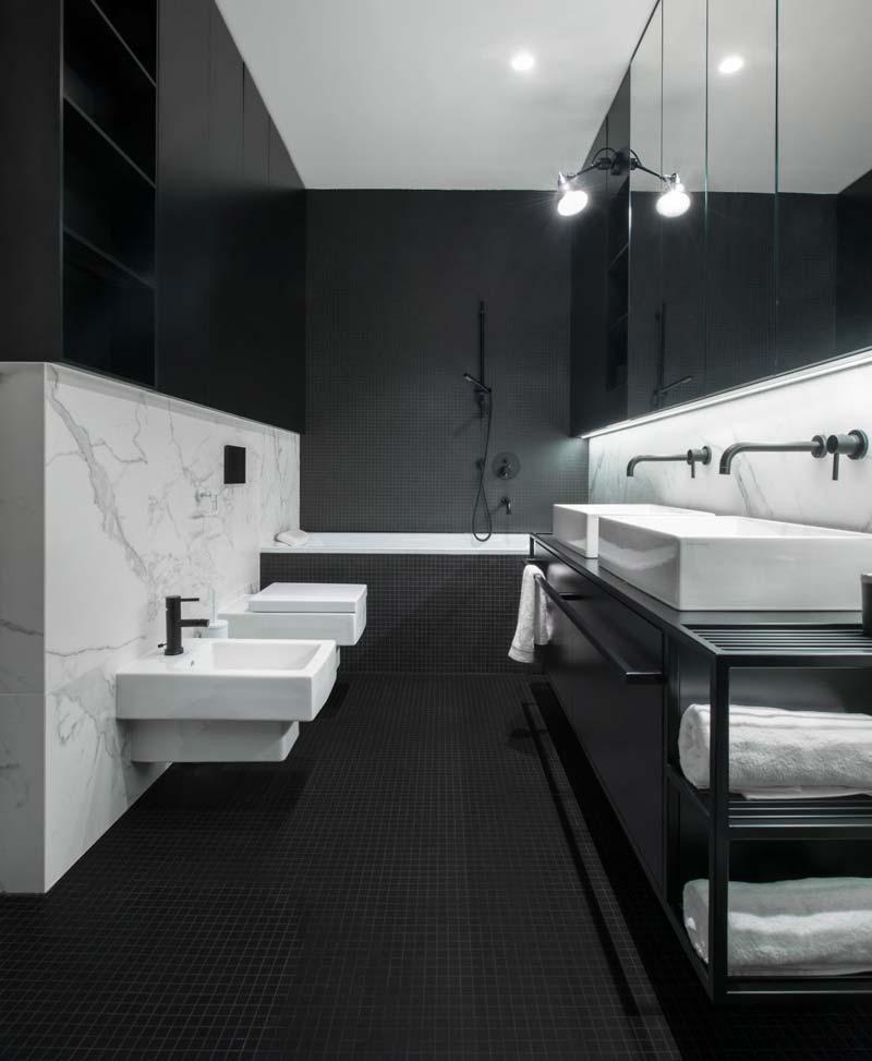 Badkamer ideeën zwart en marmer