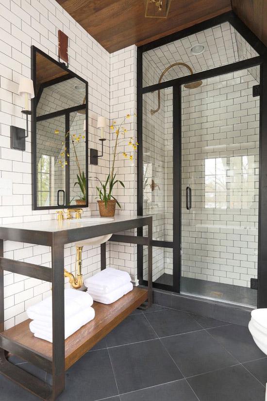 Badkamer met stalen kozijnen