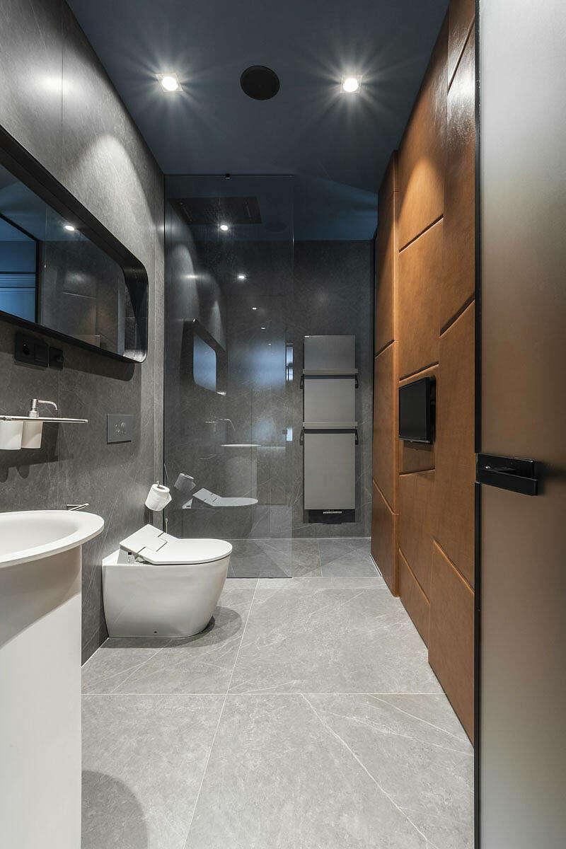 Badkamers met voorbeelden betonlook en leer