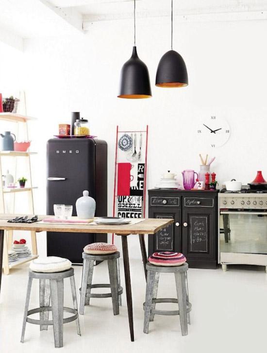 Een zwarte smeg koelkast in de keuken wooninspiratie - Arredamento particolare per la casa ...