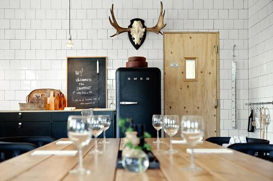 8x Minimalistische Werkplek : Een zwarte smeg koelkast in de keuken wooninspiratie