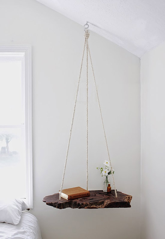 Hangend tafeltje voor naast het bed