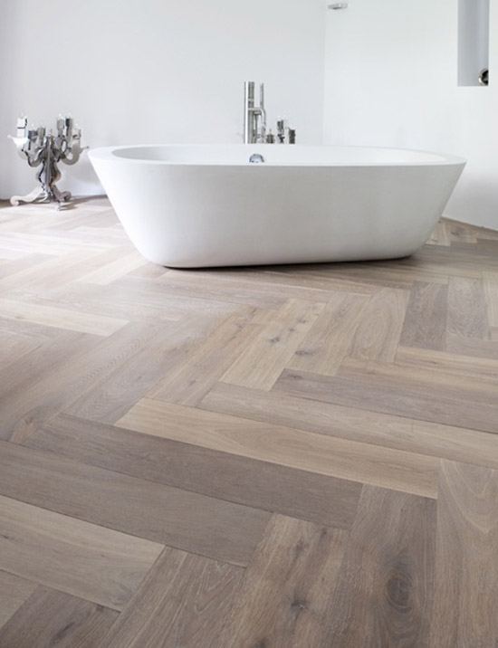 Houten vloer in de badkamer wooninspiratie - Badkamer houten vloer ...