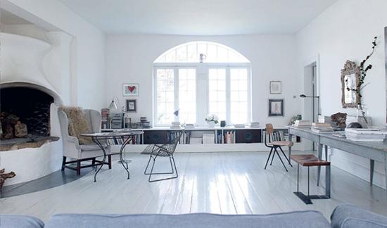 Lichte woonkamer met veel vintage wooninspiratie for Vintage woonkamer