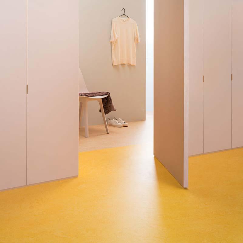 Linoleum geel