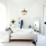 Prachtige slaapkamer met oude meubels