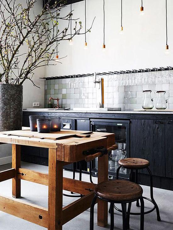 Speelse donkere keuken