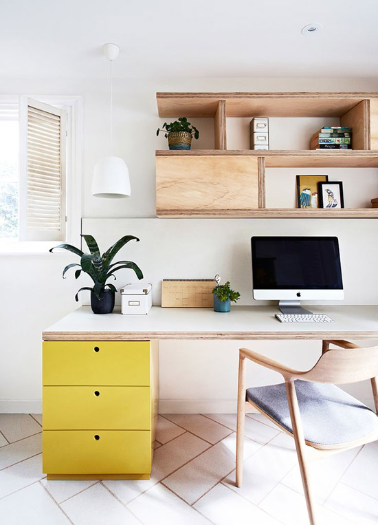 Werkplek met vrolijke kleuren