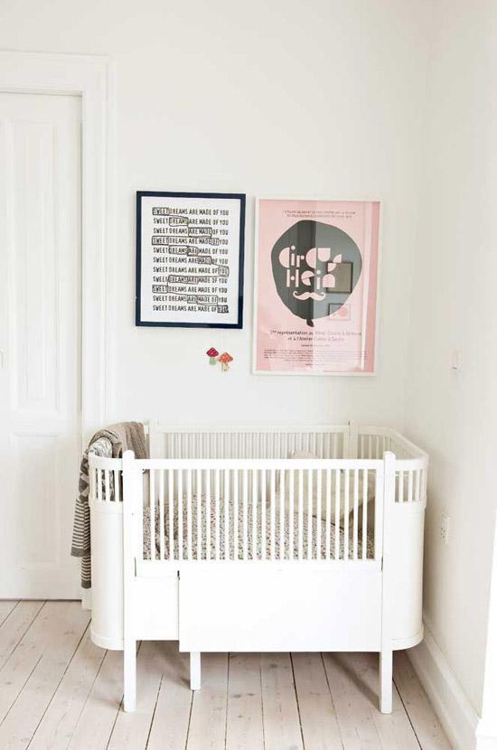 witte babybed wooninspiratie. Black Bedroom Furniture Sets. Home Design Ideas