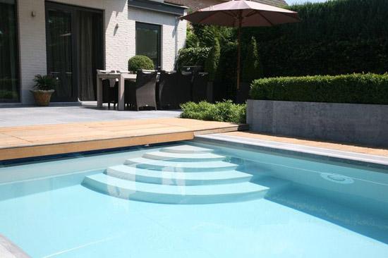 Zwembad in de achtertuin wooninspiratie for Zwembad plaatsen in tuin