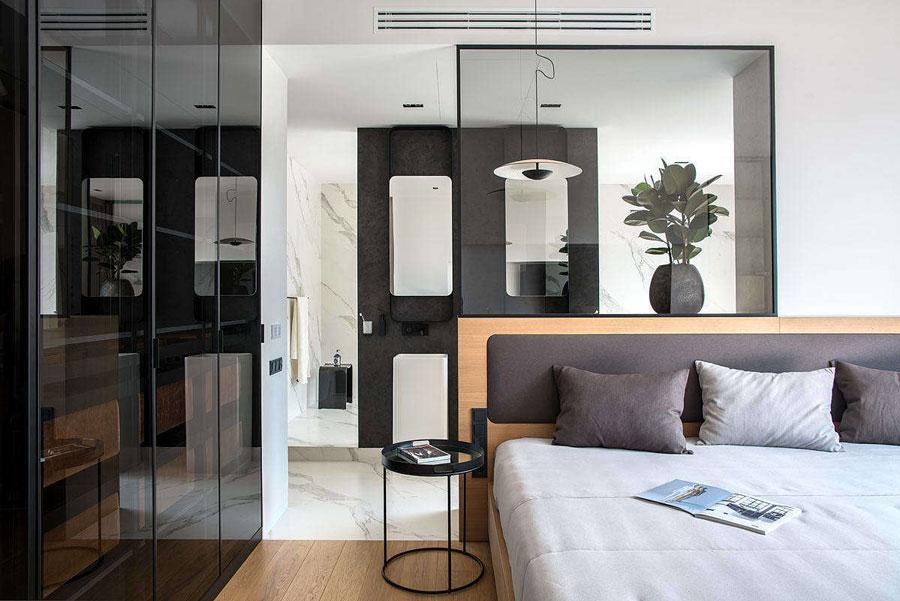badkamer ensuite achter bed