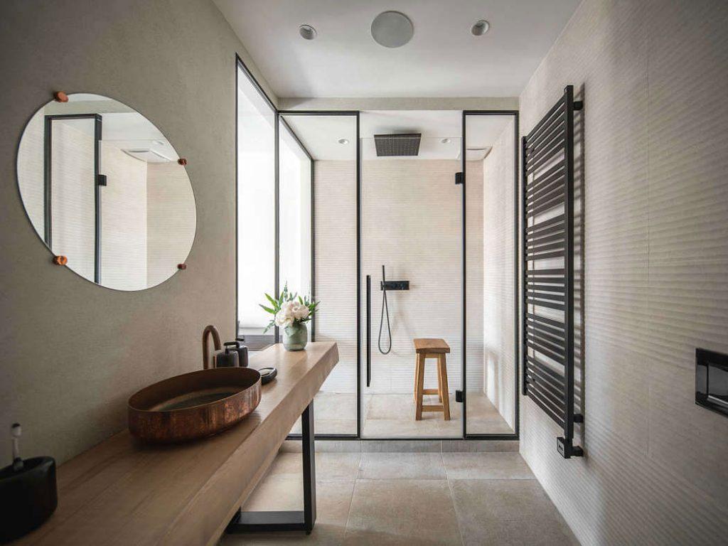 Badkamer ensuite volledig glazen wand