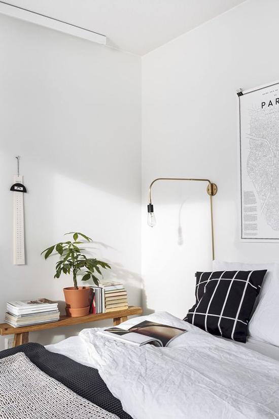 Bedlampje voor in de slaapkamer wooninspiratie - Living room black and white theme ...