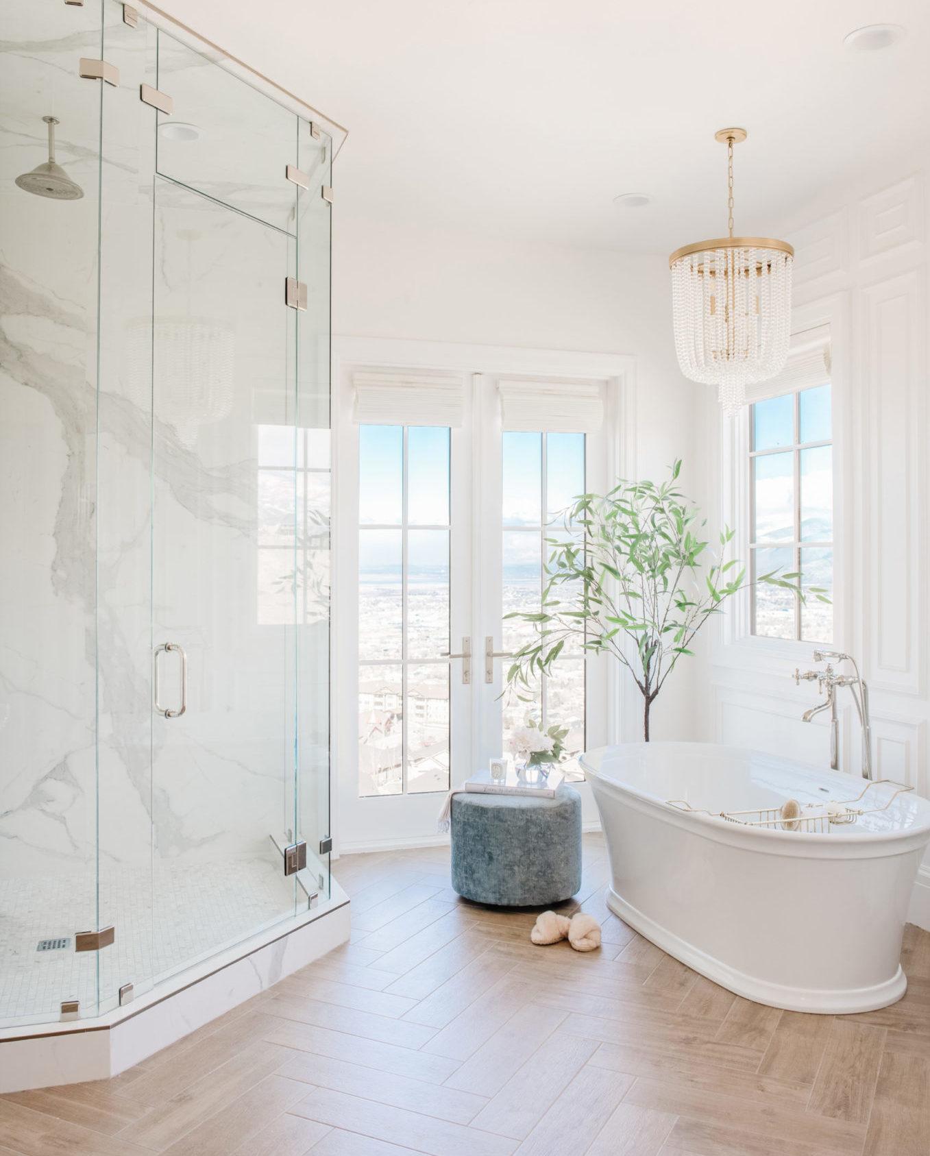 chique klassieke badkamer christine - inloopdouche vrijstaand bad