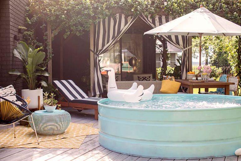 Tuin met rond opzetzwembad