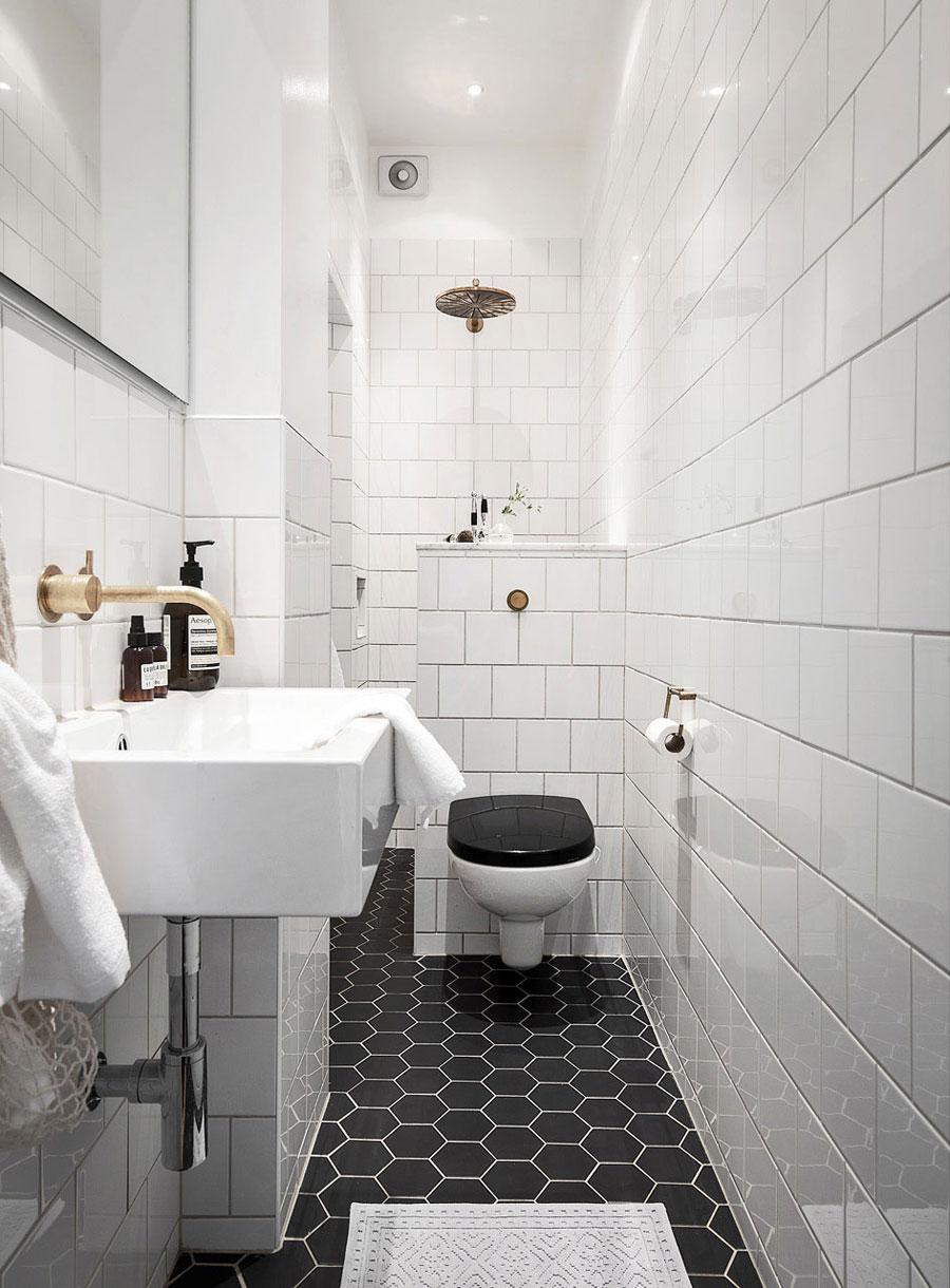 http://www.wooninspiratie.nu/wp-content/uploads/deze-kleine-smalle-badkamer-is-super-mooi-en-chique-ingericht.jpg