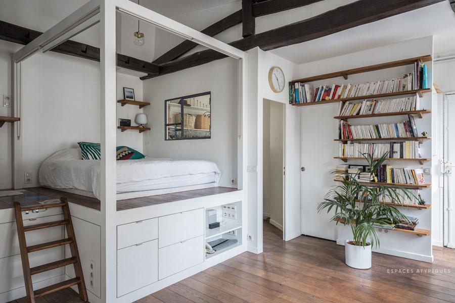 Dit mini loft appartement uit Parijs is erg bijzonder ingericht!