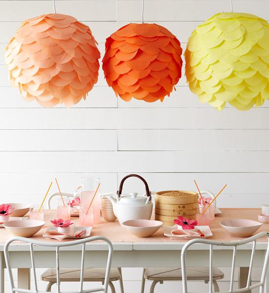 Een mooie DIY hanglamp van tissue papier