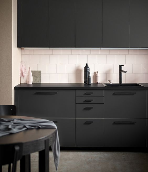 Donkere kleuren uit de nieuwe Ikea catalogus