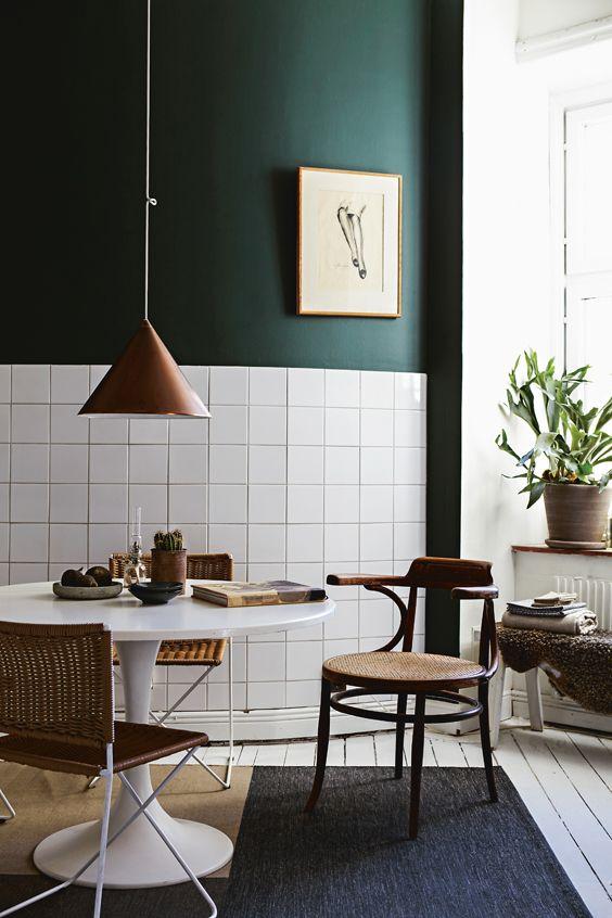 Donkergroene muur in de keuken
