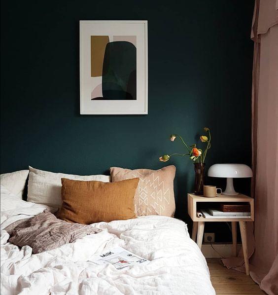 Donkergroene muur in de slaapkamer