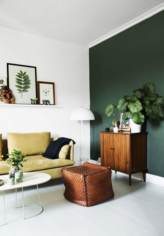 donkergroeneDonkergroene muur in de woonkamer