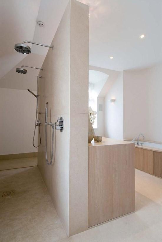 leuke badkamers waarbij er twee douchekoppen zijn toepast wat vinden ...