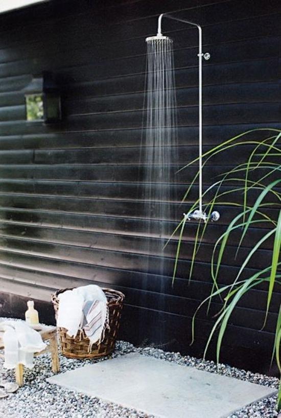 Een douche in de tuin