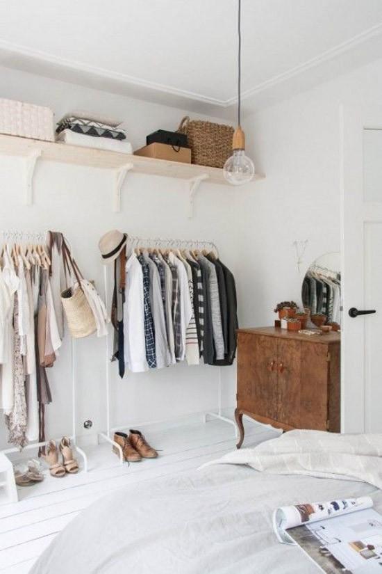 een open kledingkast in de slaapkamer | wooninspiratie, Deco ideeën