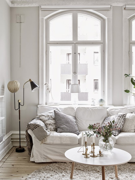 Een prachtige witte woonkamer inrichting wooninspiratie - Kleur kamer volwassen foto ...