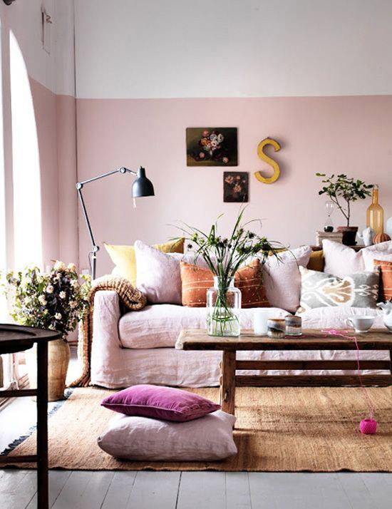 Een roze wand in de woonkamer | Wooninspiratie