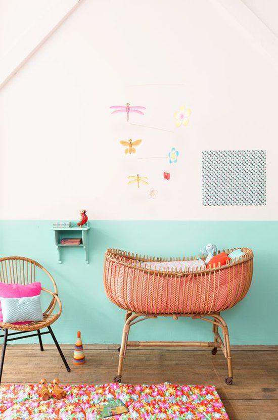 Half geschilderde muur in de kinderkamer