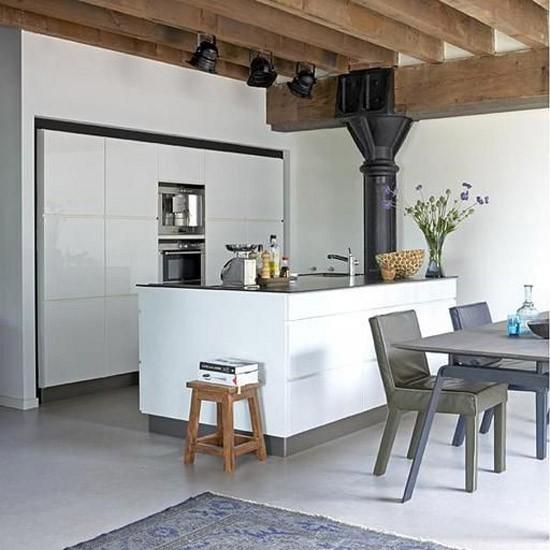 Houten balken in de keuken wooninspiratie - Moderne keuken in het oude huis ...
