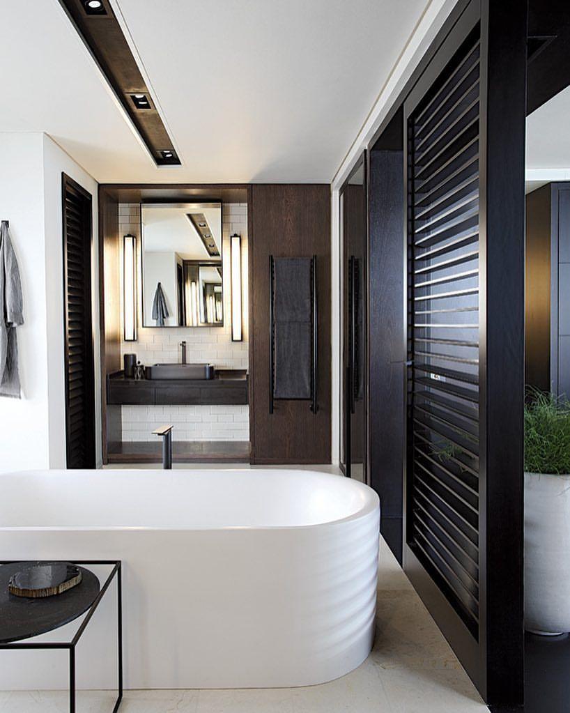 Zwarte inbouwspots badkamer