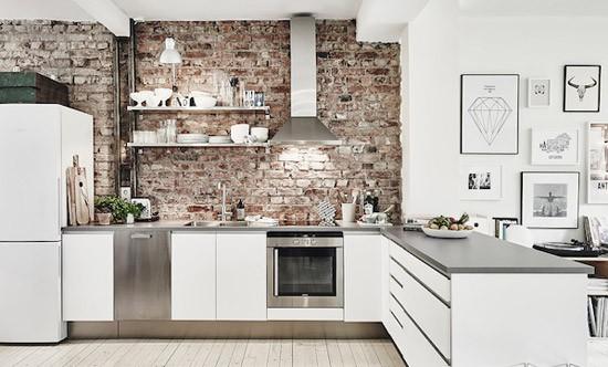 Keuken met bakstenen muur wooninspiratie - Muur beschermplaat keuken ...