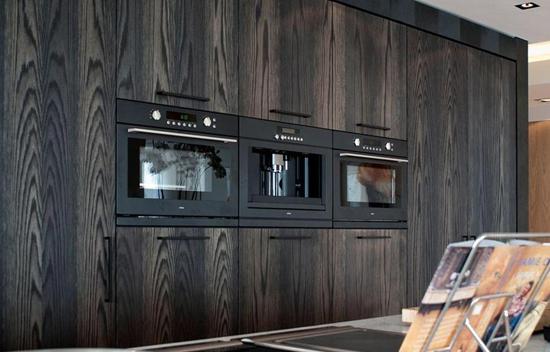 Donkere keuken inrichting wooninspiratie - Open keuken op verblijf ...
