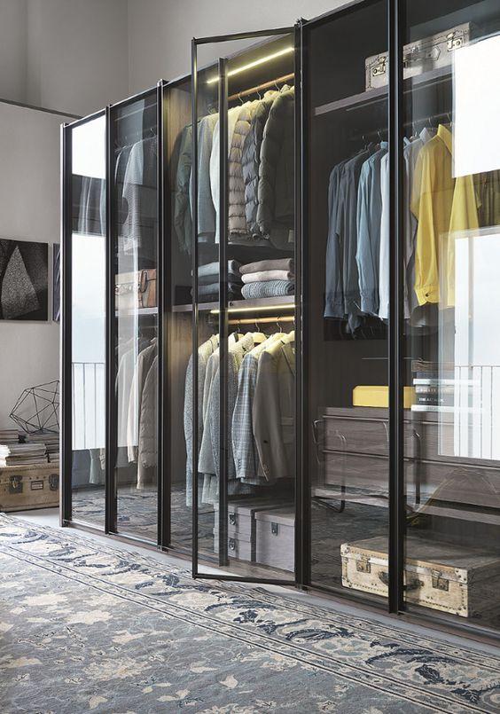 Kledingkast met glazen deuren