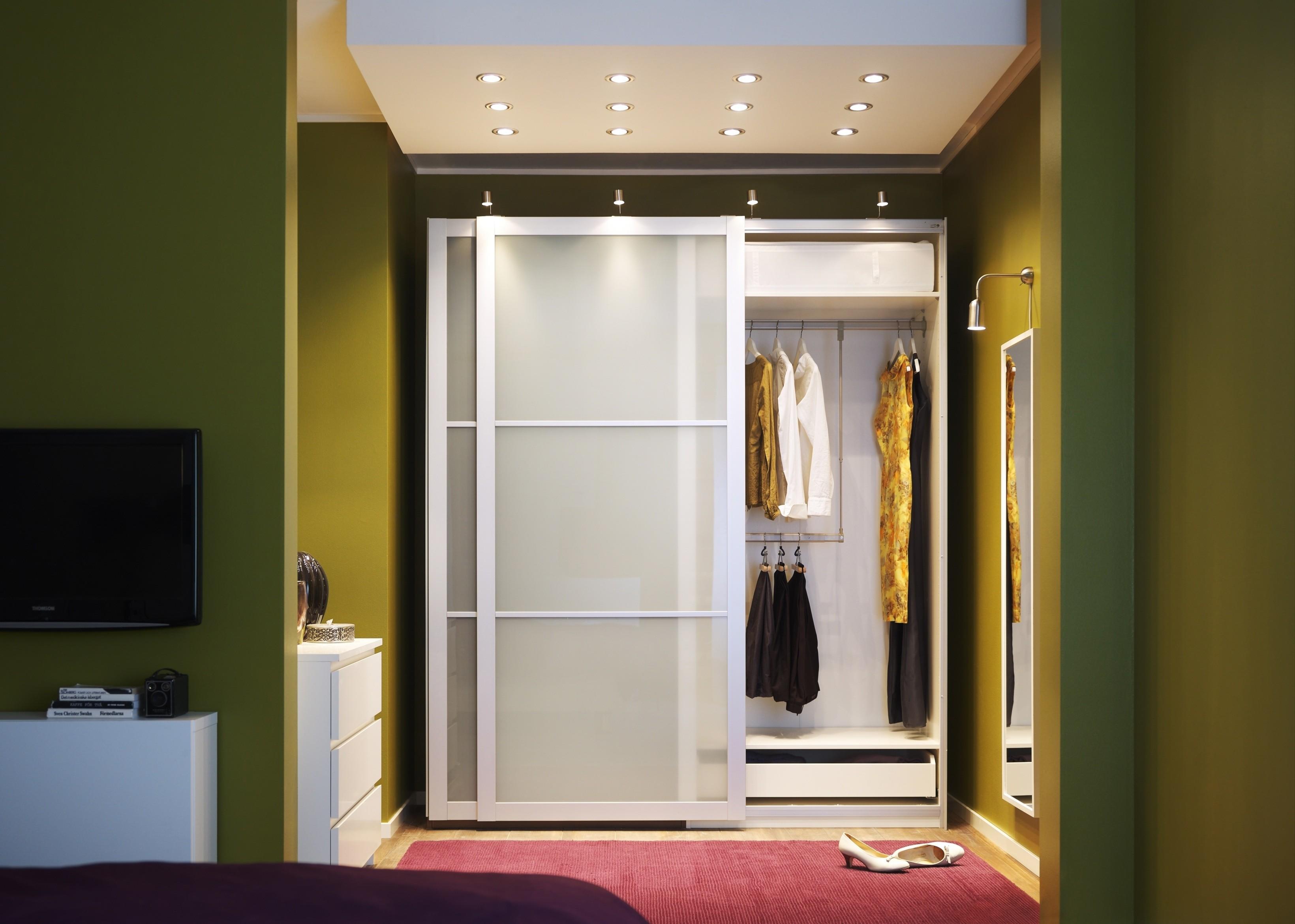 Kleine slaapkamer tip: kledingkast met schuifdeuren