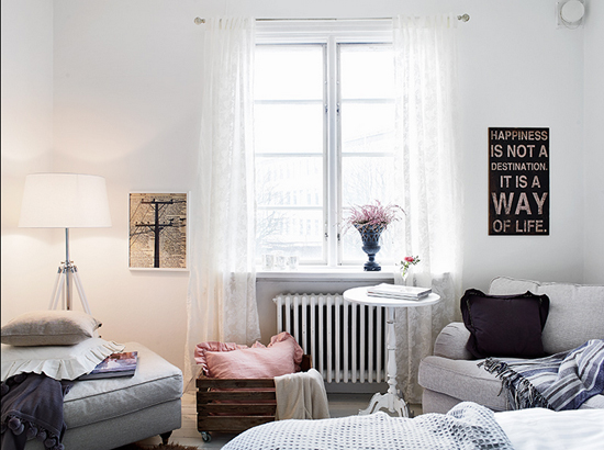 Romantische slaapkamer met veel licht wooninspiratie - Romantische fauteuil ...