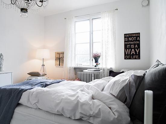 Slaapkamer Fauteuil : Romantische slaapkamer met veel licht ...