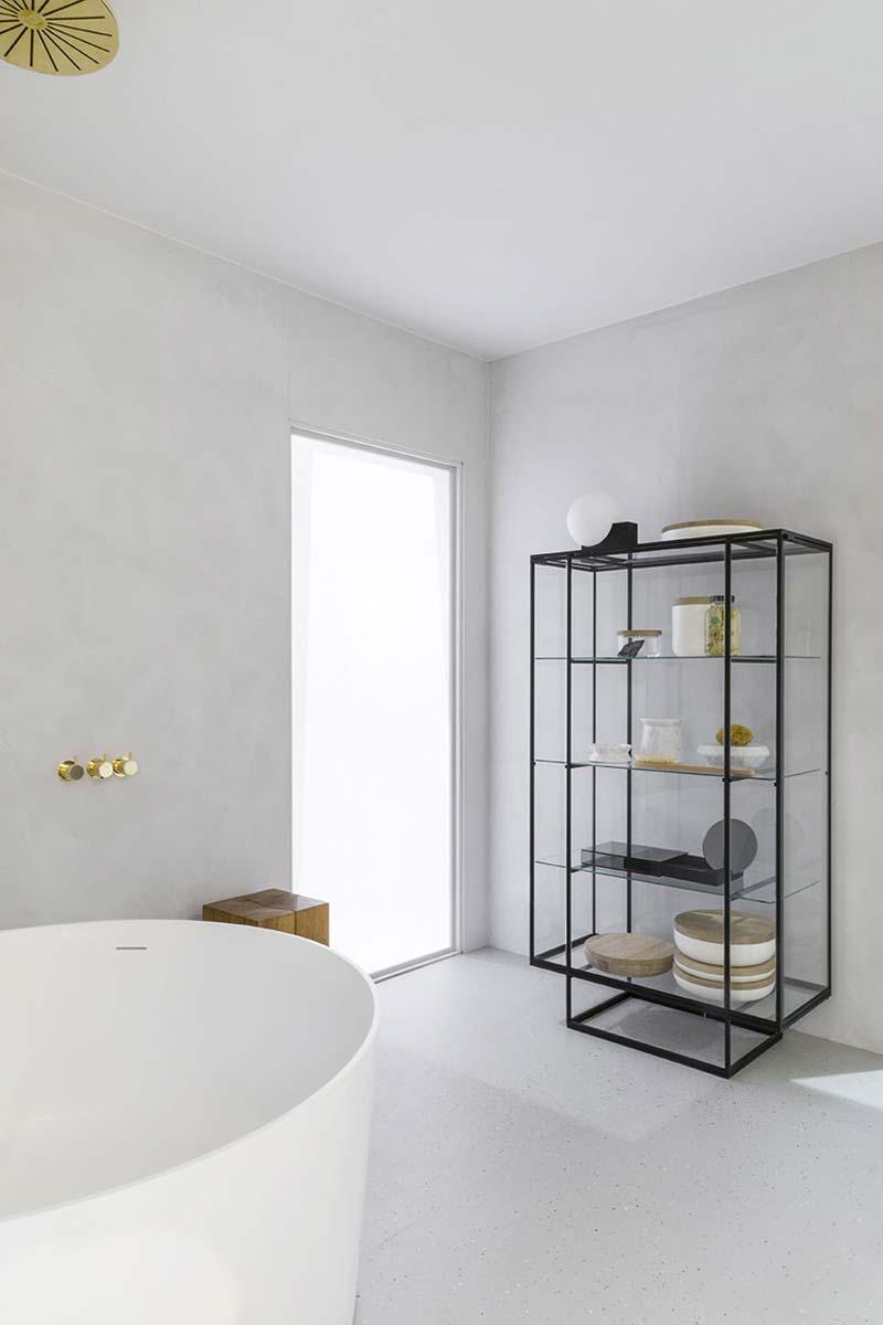 lichtgrijze kalkverf carte colori badkamer