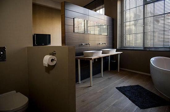 Grote loft slaapkamer met open badkamer interieur inrichting