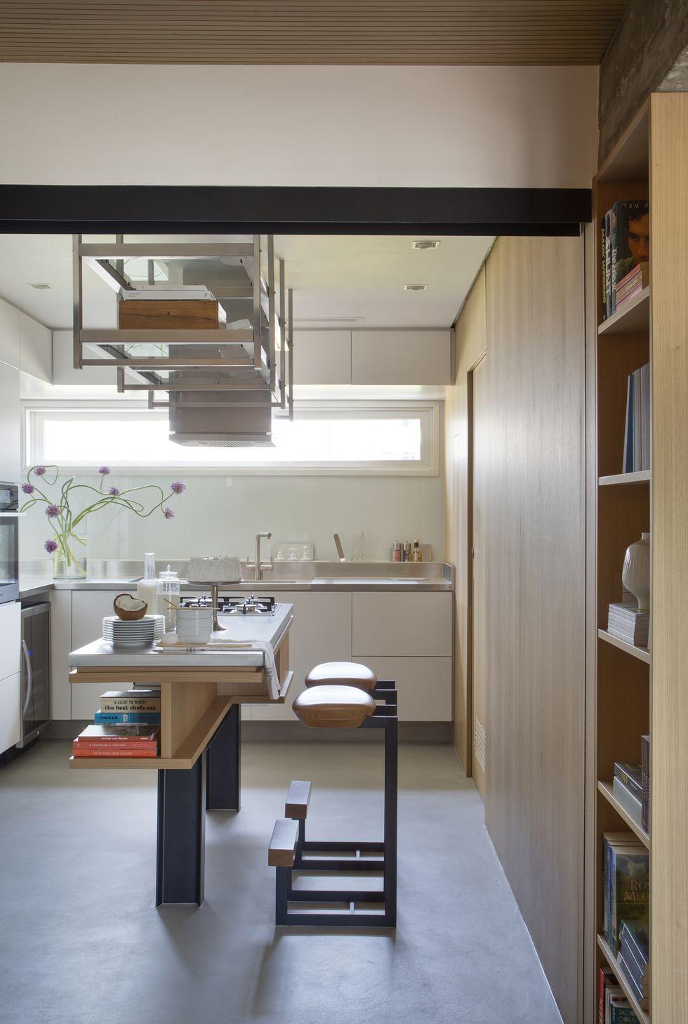 luxe appartement moderne keuken met kookeiland en bar