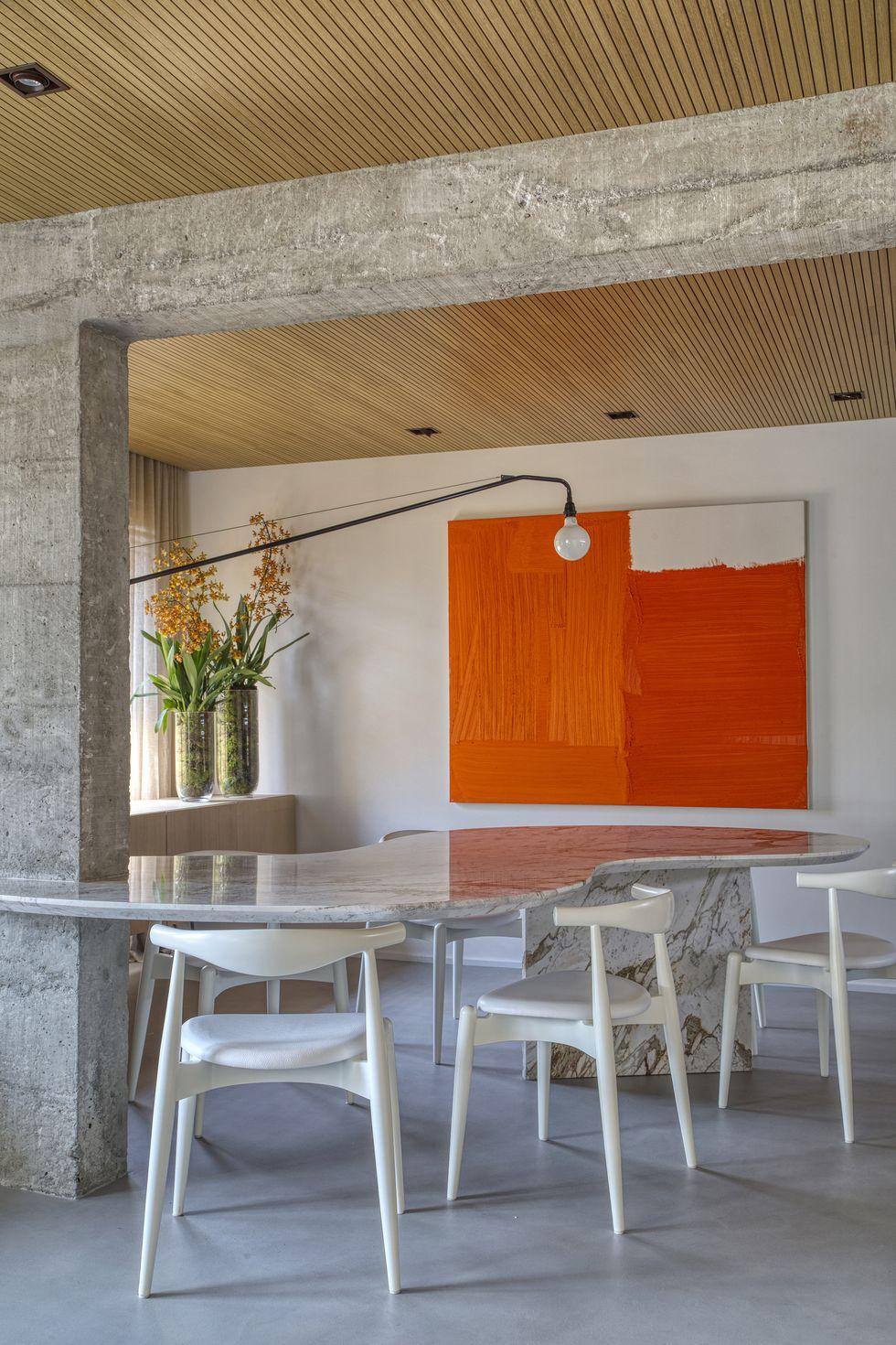 luxe appartement mooie marmeren eettafel