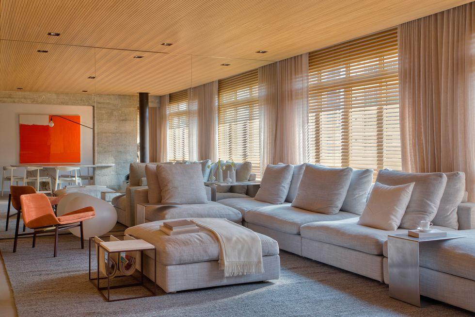 luxe appartement warme knusse woonkamer - grote loungebank
