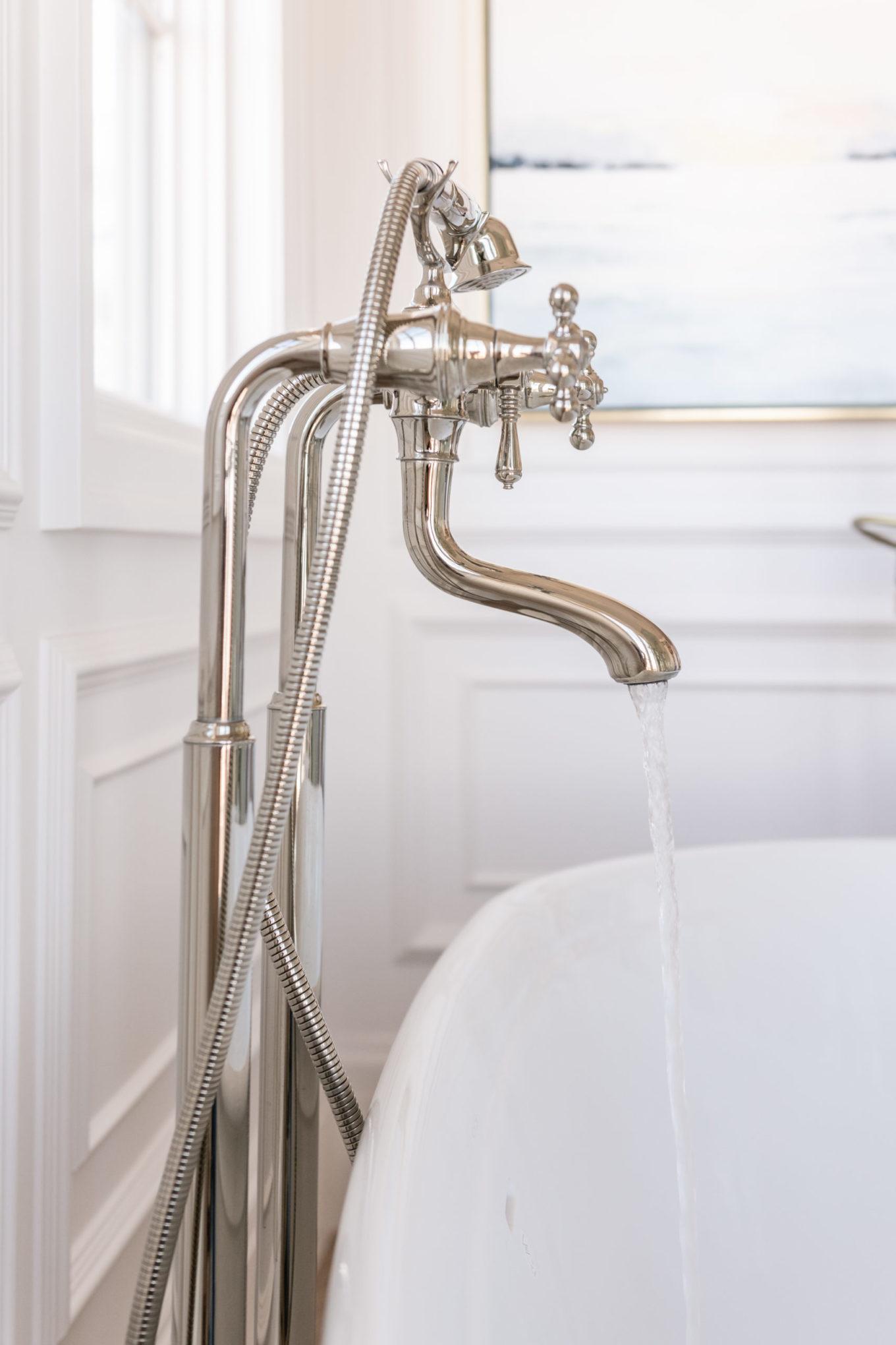luxe badkamer vrijstaande kraan vrijstaand bad