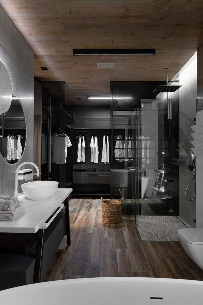 luxe inloopkast aan badkamer